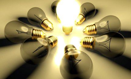 Idea light bulb concept with copyspace
